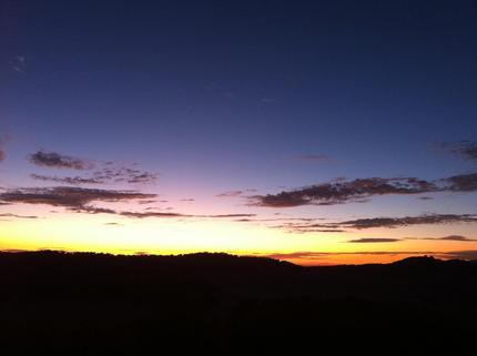 山の上からの夕日が最高です。