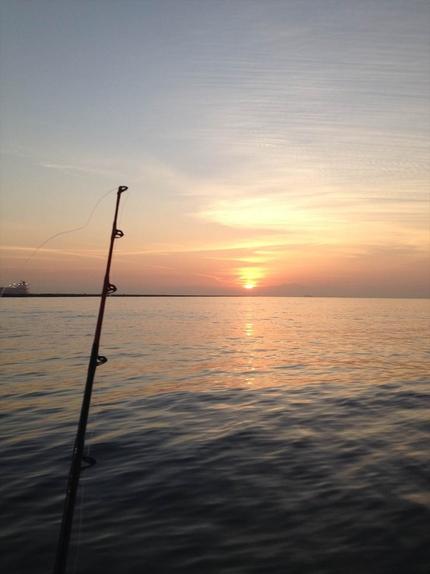 朝日と共に出港