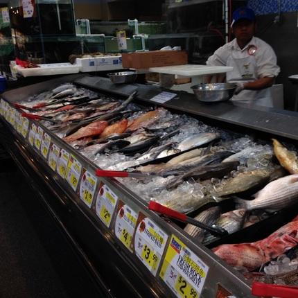 日系スーパーでは見かけない魚が...