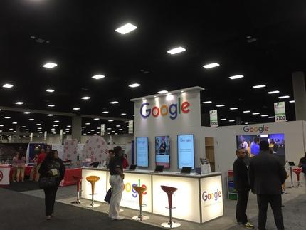 私たちのブースの前はGoogl...