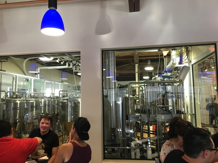 ビールが作られている様子が見れ...