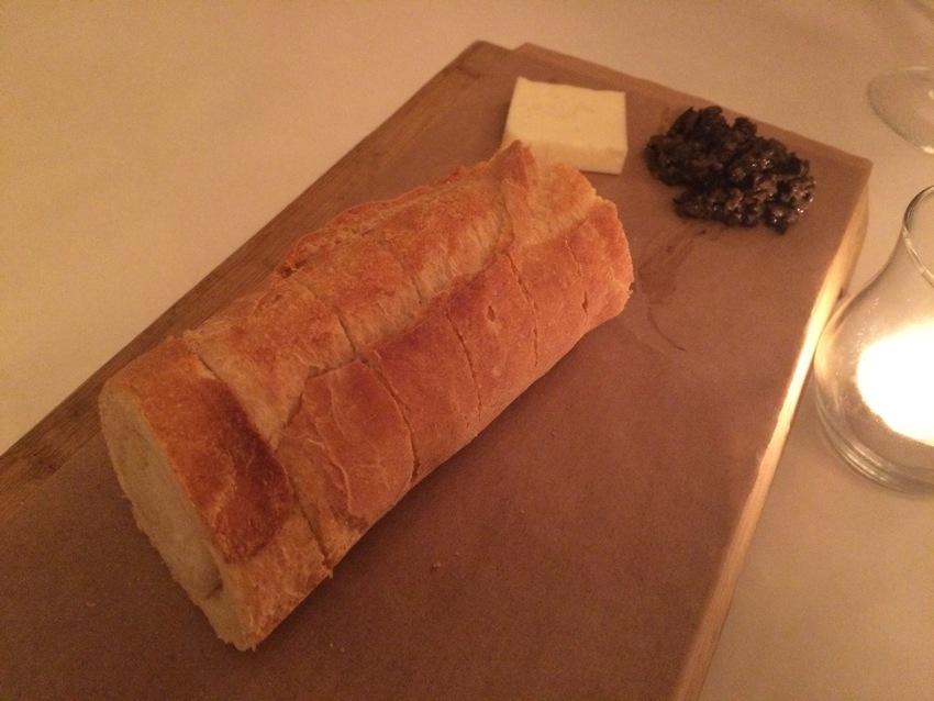 食前に出たパンと一緒に付いてき...