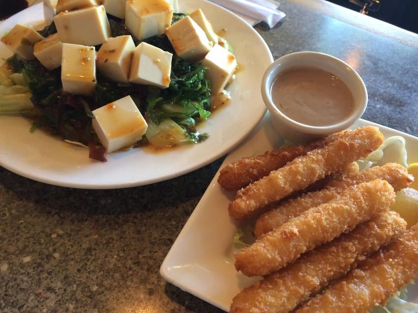 豆腐サラダとイカフライ