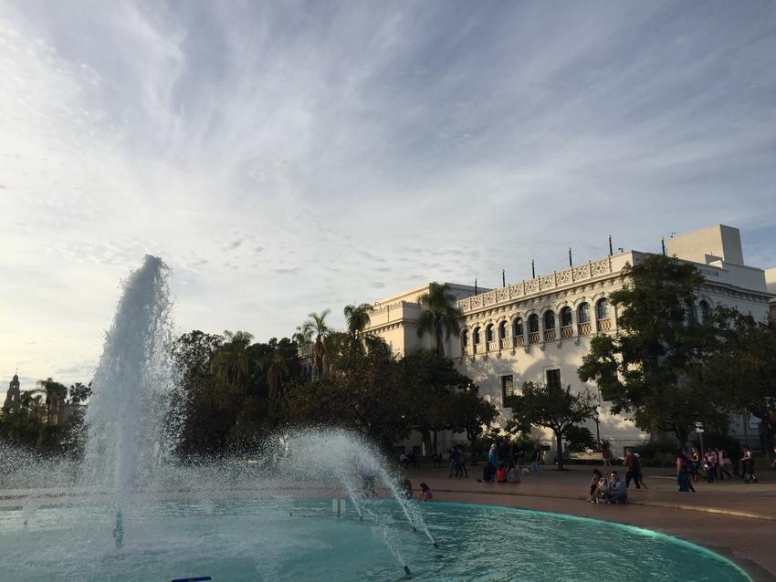 パーク内の大きな噴水