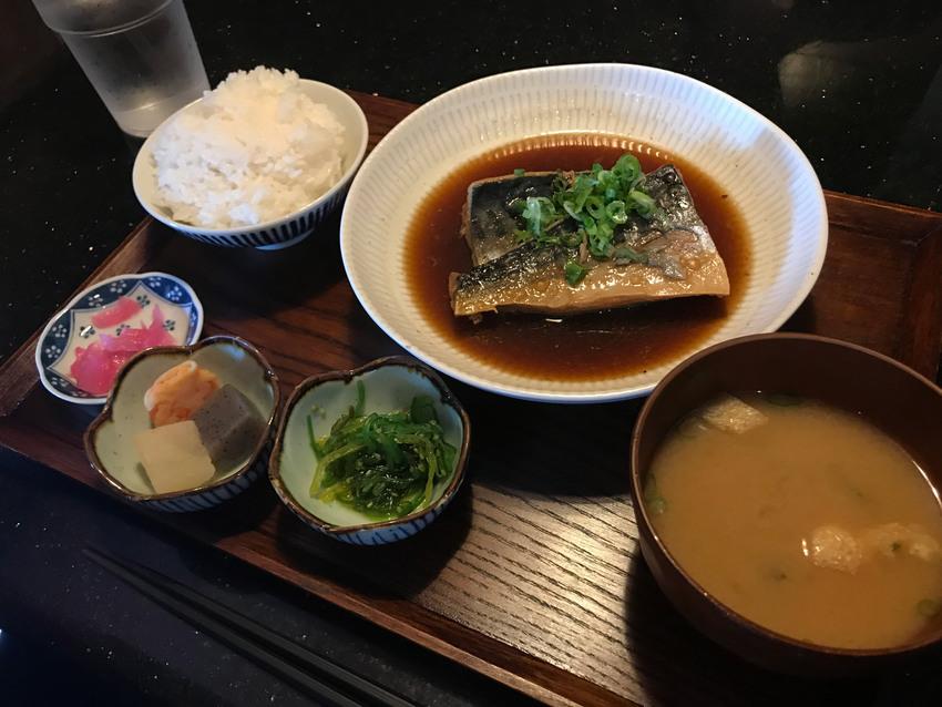 ランチスペシャル:鯖の煮付け