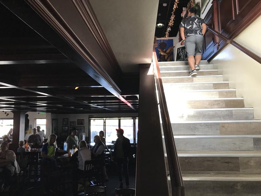 2階への階段をのぼると・・・