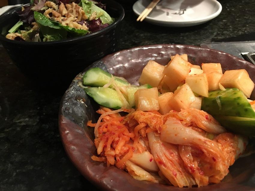 キムチ盛り合わせと鶴橋サラダ
