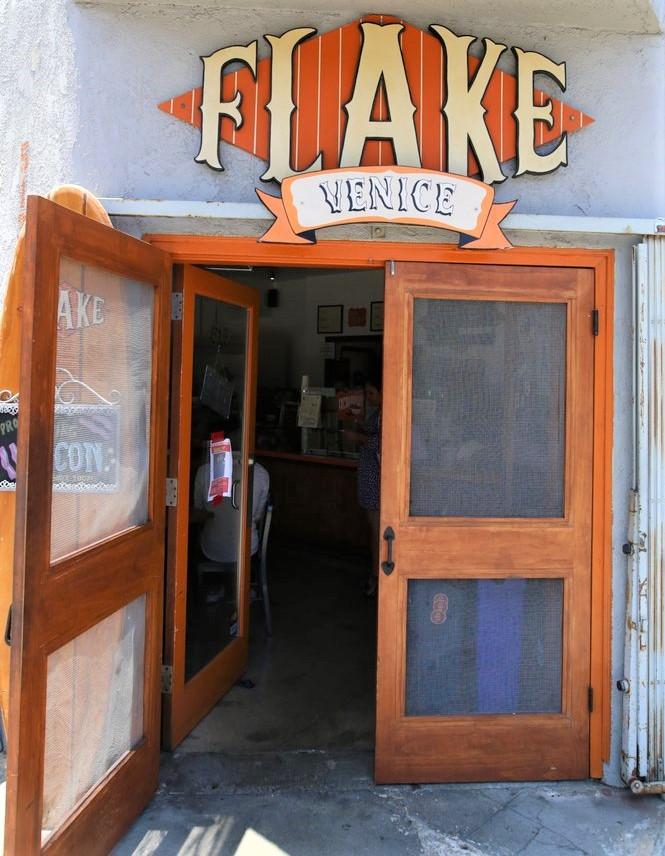 ロサンゼルス:Flake レス...