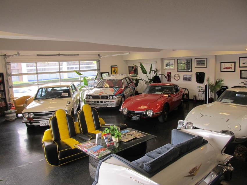 ベイサイドには色々な車がありま...
