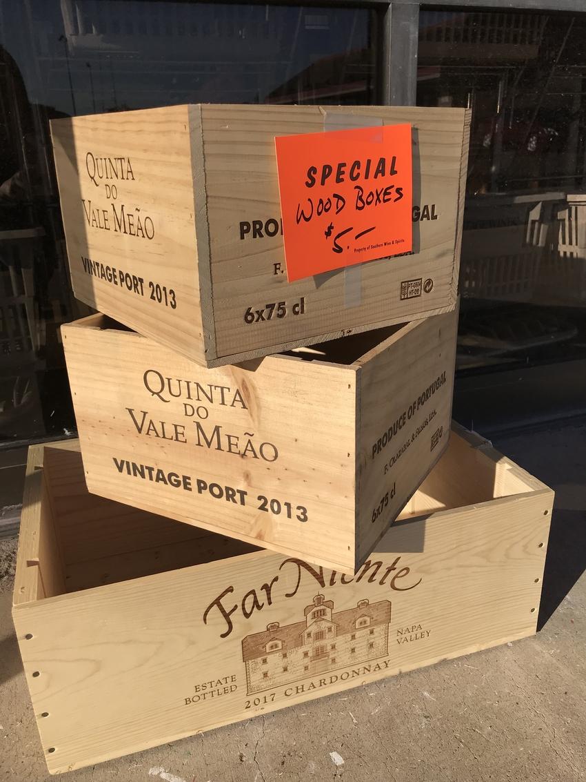 オシャレなワインの木箱が売られ...