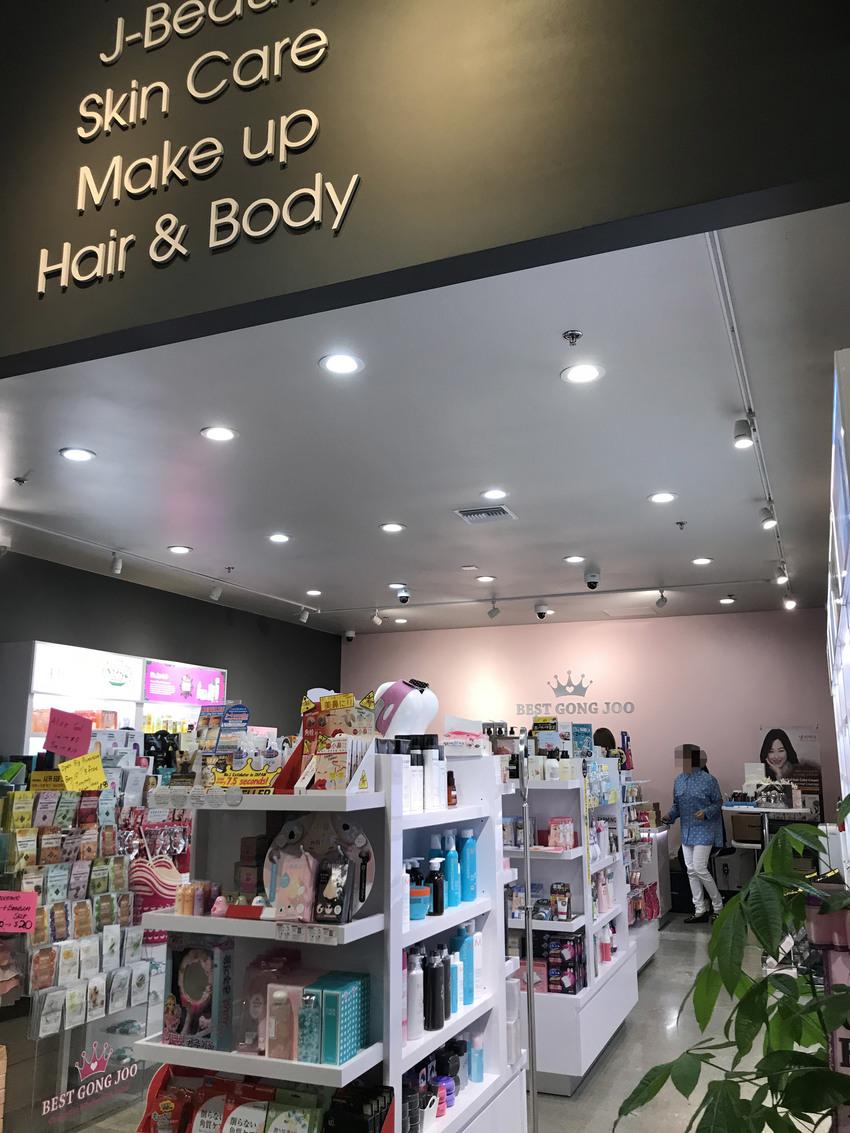 美容グッズのお店もありました