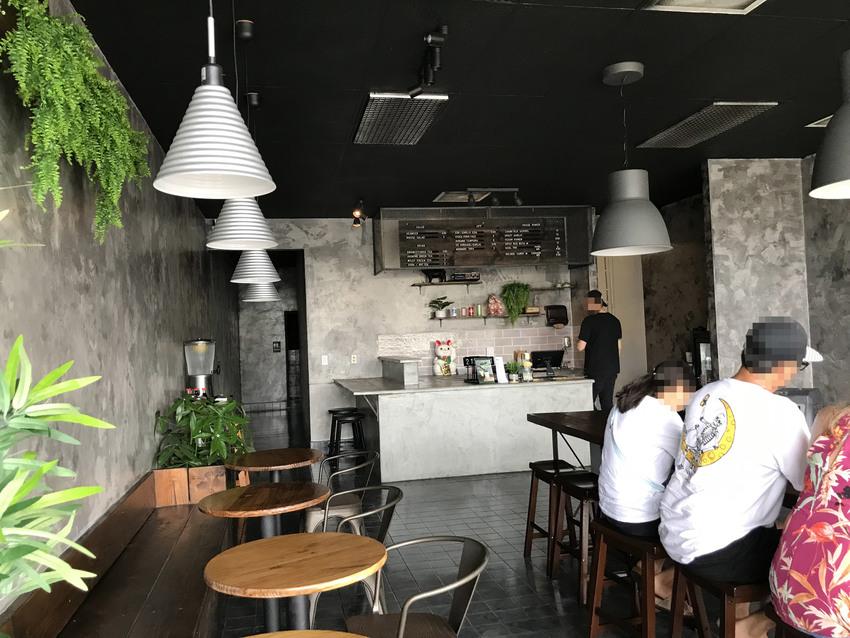 カフェの様な店内