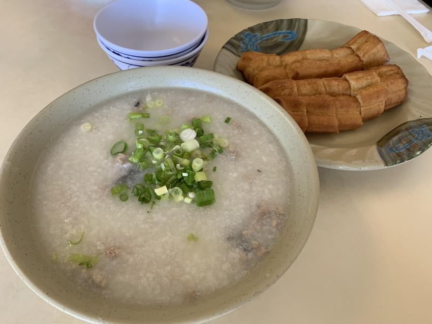 中華の朝食の定番、おかゆ