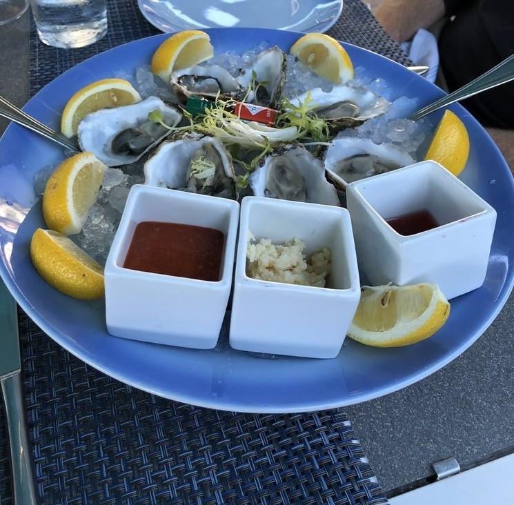 生牡蠣はフレッシュでとても美味...
