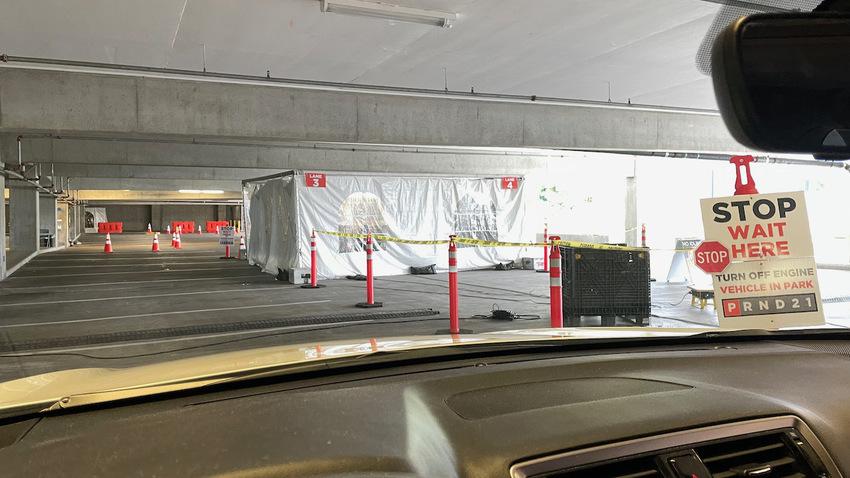 ドライブスルーのコロナ検査場