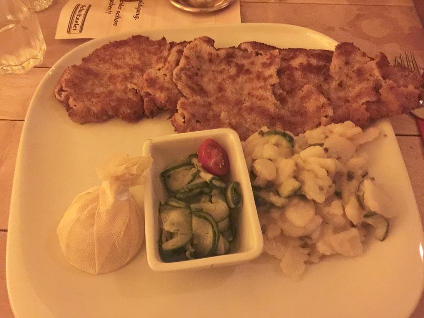 去年ドイツで食べたシュニッツェ...