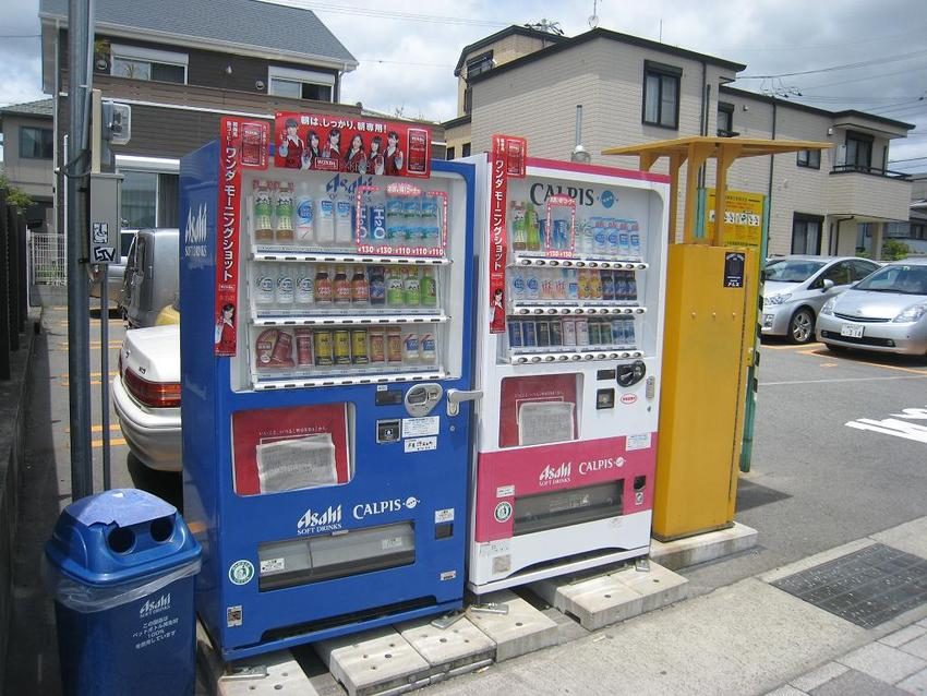 Many vending machines in Japan