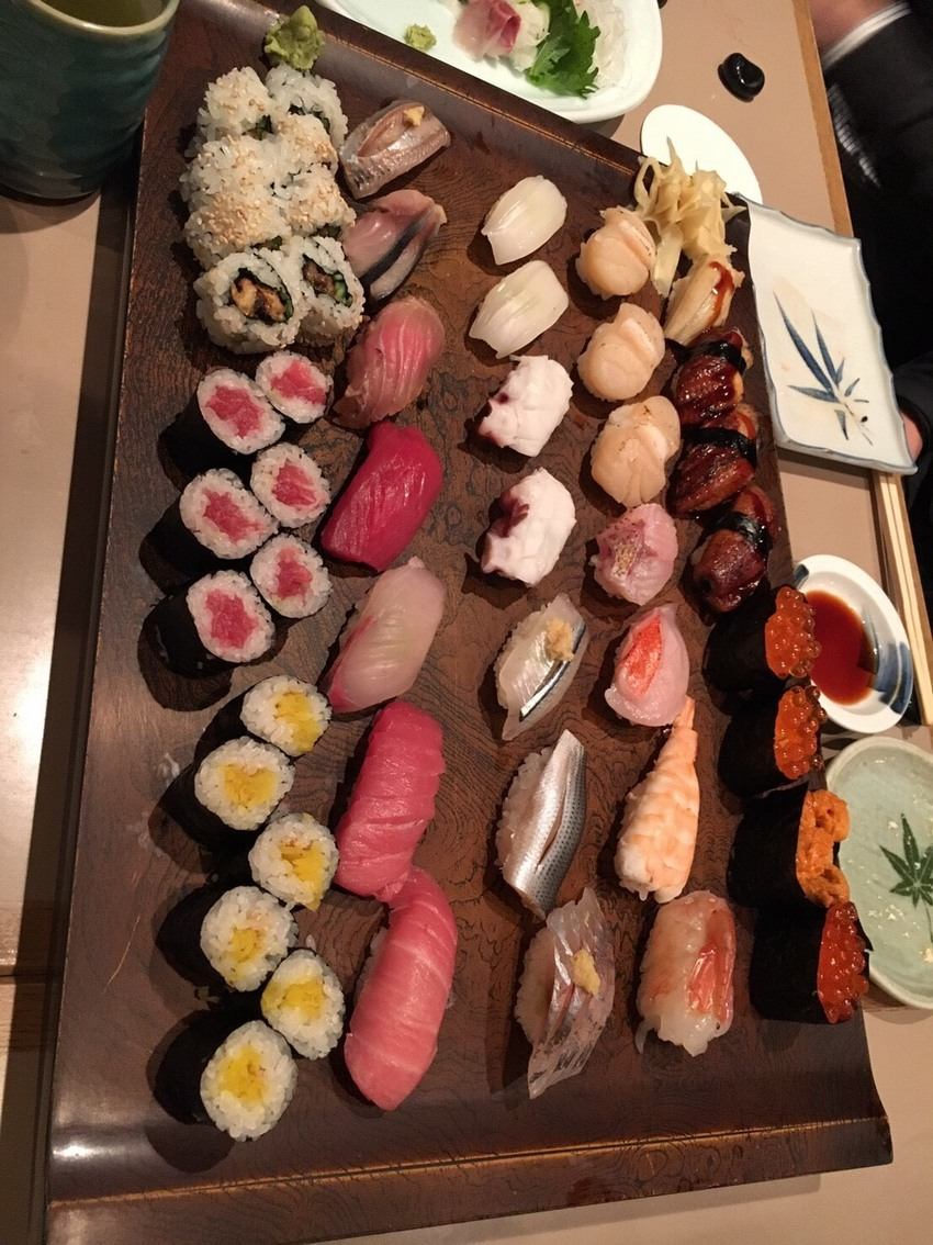There are many kinds of sushi.