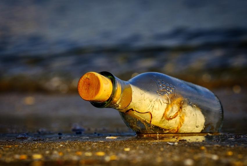 メッセージの入ったボトル