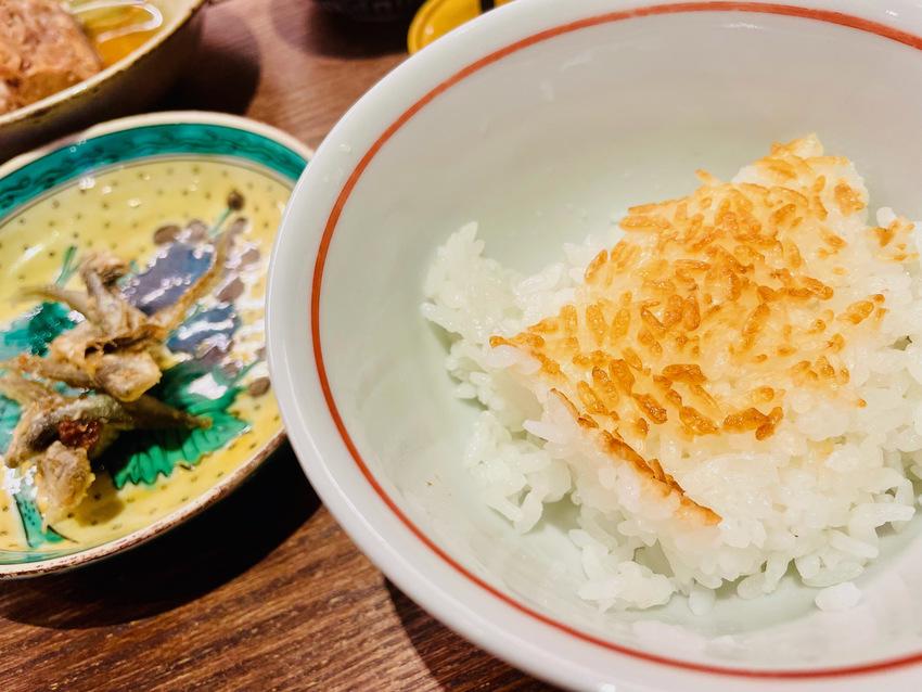釜炊きのご飯とお魚とおこげ