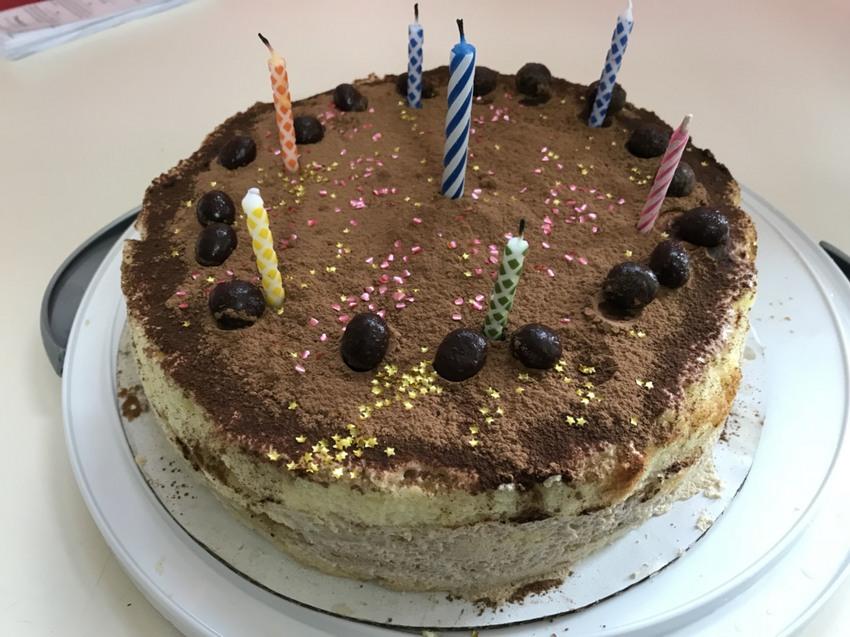 今月の誕生日祝いケーキは、ティ...