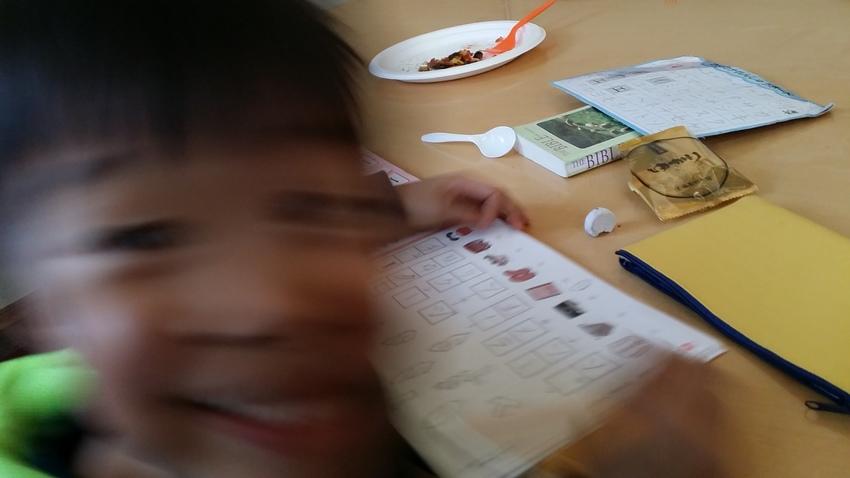 礼拝後、子供たちは日本語のお勉...