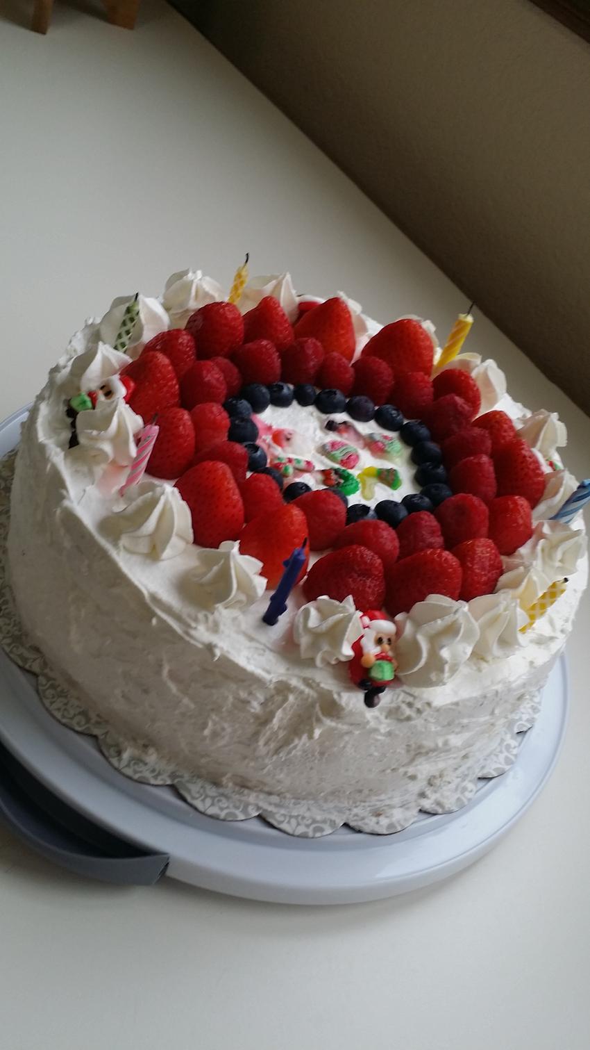 今月の誕生日祝いケーキ。今月は...