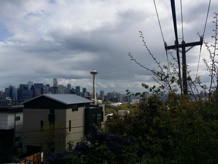 シアトルは、曇りのち時々晴れ、...
